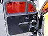Fusca preparado pela Wind Sound  porta com par de midbass, tweeter perto do retrovisor e fitas para