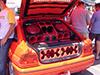 Escort preparado pela loja Borracha porta-malas lotado com equipamentos de trio elétrico